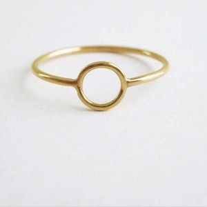Jewelry - Gold circle ring size 7-8